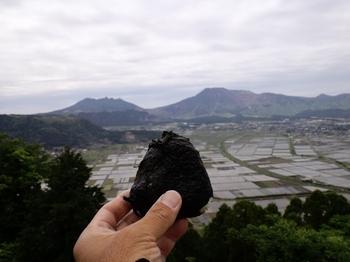 おにぎりと阿蘇(城山展望台).JPG